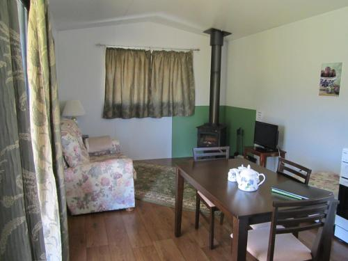 A seating area at Lavendale Farmstay and Cottages York