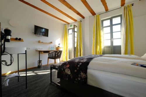A bed or beds in a room at Hotel Schöne Aussicht