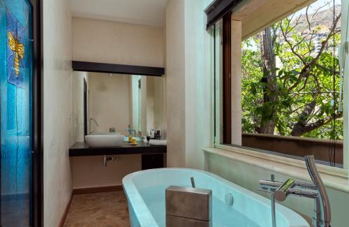Salle de bains dans l'établissement Medea Residence