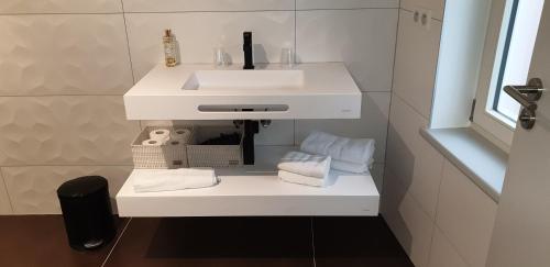 A bathroom at Caveau de l'ami Fritz