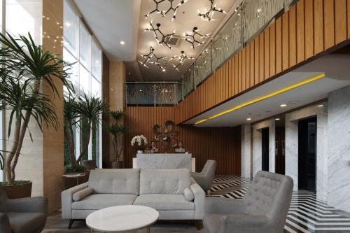The lobby or reception area at Verse Luxe Hotel Wahid Hasyim