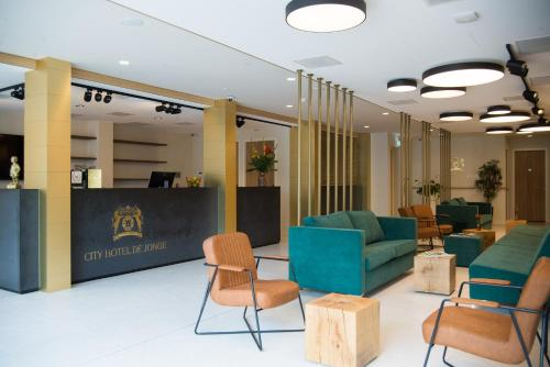The lobby or reception area at City Hotel de Jonge