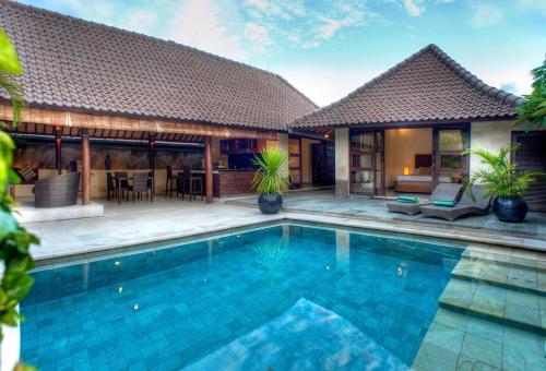 The swimming pool at or close to Gili Villas
