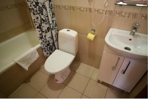 A bathroom at Edem Hotel