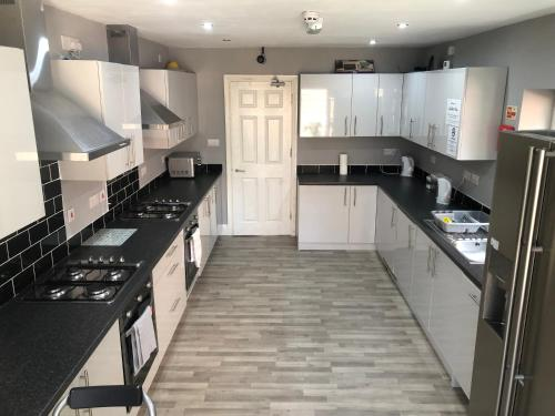 A kitchen or kitchenette at Goulden Road Haven