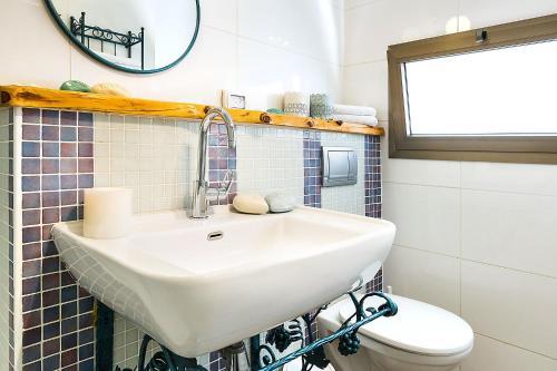 Ein Badezimmer in der Unterkunft Arbel Suites Hotel