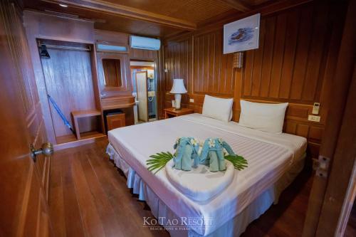 سرير أو أسرّة في غرفة في Ko Tao Resort - Beach Zone
