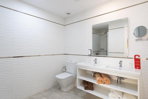 Un baño de Holiday Club Playa Amadores