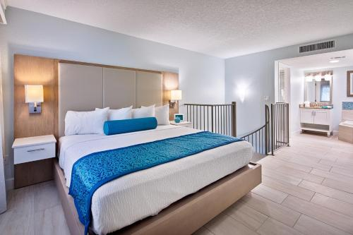 A bed or beds in a room at Grand Seas by Exploria Resorts