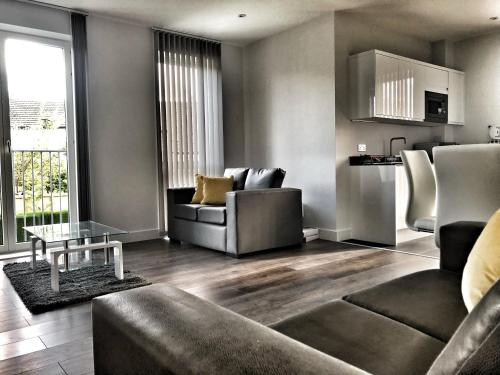 Luxury 2 Bed 2 Bath Apartment 18 mins from Central London