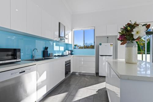 A kitchen or kitchenette at HomeHotel-New and Spacious 3 bedroom penthouse.