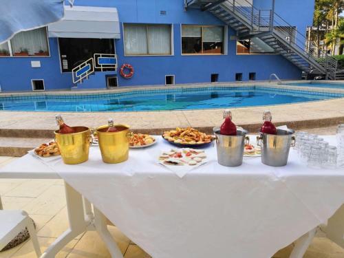 Bazén v ubytovaní Hotel Alemagna alebo v jeho blízkosti