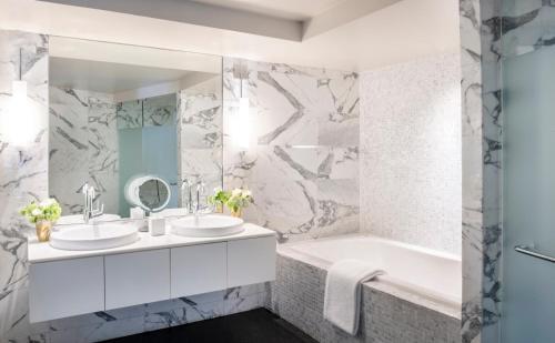 Un baño de The Dupont Circle Hotel