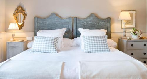 A bed or beds in a room at La Casa de los Tomillares