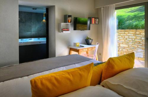 A bed or beds in a room at Florida
