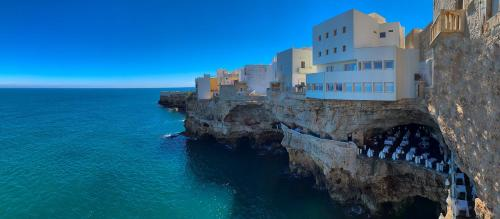 Hotel Grotta Palazzese Polignano A Mare Italy Booking Com,Golden Oak Kitchen Paint Colors With Oak Cabinets And Stainless Steel Appliances
