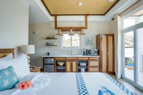 A kitchen or kitchenette at Ocean Breeze