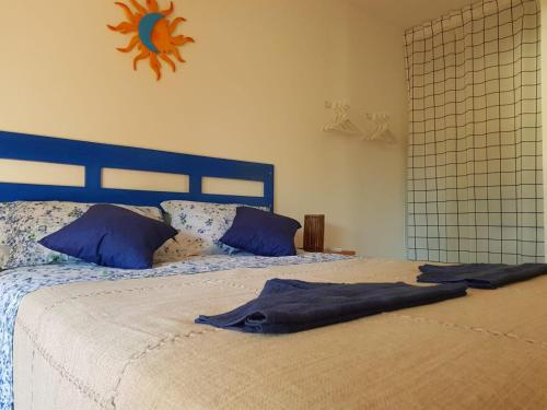 A bed or beds in a room at Apartamento Solar do Forte - Praia do Forte