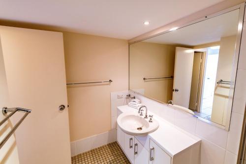 A bathroom at Burgess @ Kings Beach Apartments