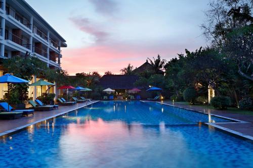 Бассейн в Hotel Santika Siligita Nusa Dua или поблизости