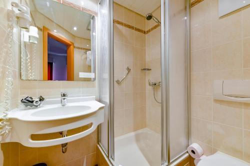 Een badkamer bij Hotel Rembrandt