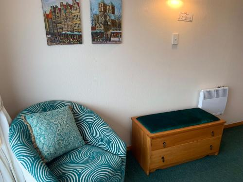 A bed or beds in a room at Brook House B&B & Cottages