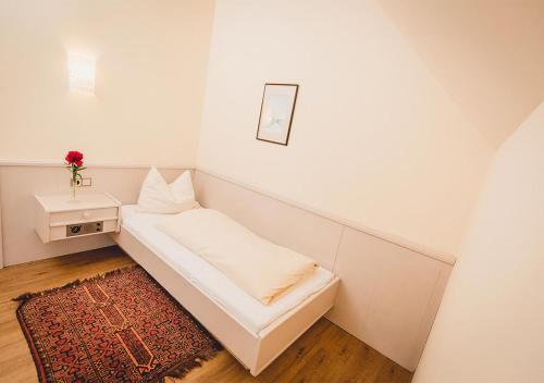 Ein Bett oder Betten in einem Zimmer der Unterkunft Landgasthof Gietl