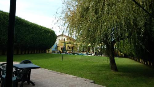 A garden outside Guesthouse Pool & Sea Espinho Oporto