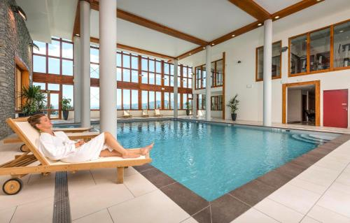 The swimming pool at or near Résidence Prestige Odalys Edenarc
