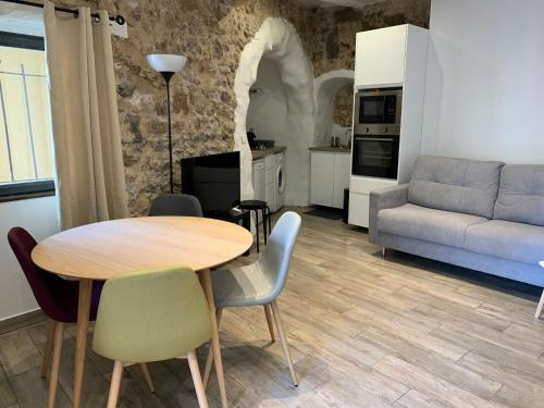 A seating area at 1 bedroom Old town, 6 min walk Palais, Plages, Croisette, 4 persons
