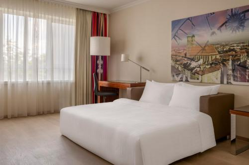 A bed or beds in a room at Munich Marriott Hotel