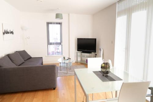 Serviced Apartment In Liverpool City Centre - Free Parking - 76 Henry St by Happy Days - Apt 46