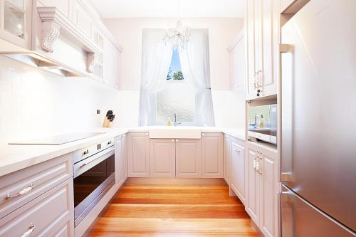 A kitchen or kitchenette at Culgoa Beautifully Refurbished 1896 Heritage House