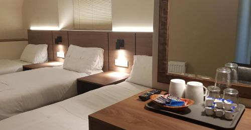 A bed or beds in a room at Metro Hotel