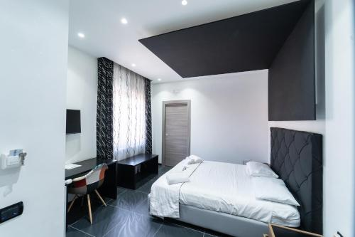 A bed or beds in a room at Al Campanile H. Napoli Centro