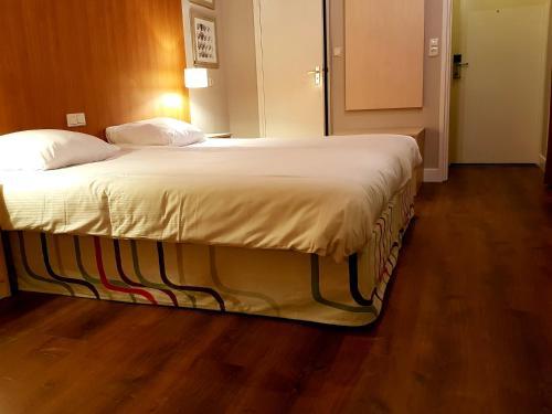 Кровать или кровати в номере Hotel Ravel Hilversum