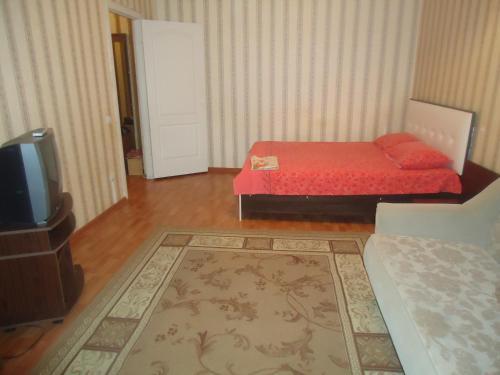 Кровать или кровати в номере Квартира у Ледового Дворца