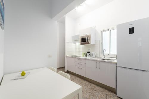 A kitchen or kitchenette at CoolivingC