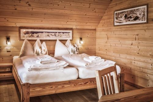 Ein Bett oder Betten in einem Zimmer der Unterkunft st martin chalets