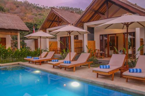 Der Swimmingpool an oder in der Nähe von Cozy Cottages Lombok