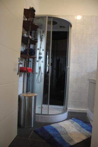 Ein Badezimmer in der Unterkunft FeWos im alten Bahnhof