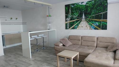 A seating area at Apartament na Federacii 130a