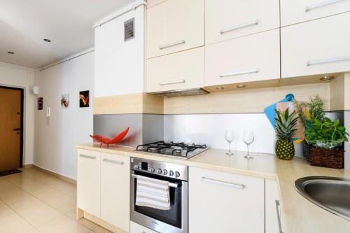 Kuchnia lub aneks kuchenny w obiekcie Nowogrodzka Apartment