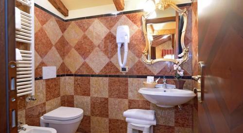 A bathroom at Hotel Lux