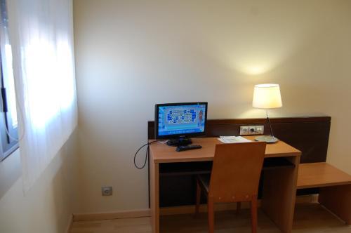 Телевизор и/или развлекательный центр в Hotel Castillo El Burgo