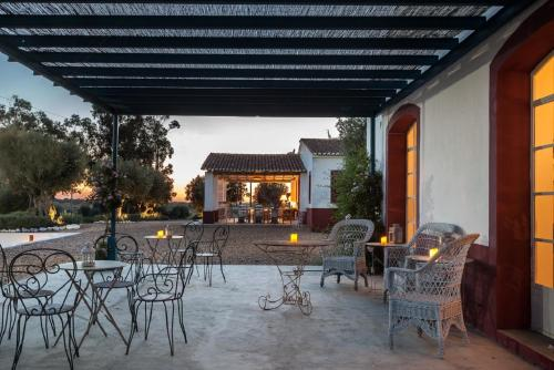A restaurant or other place to eat at Hotel & Croquet Club Quinta da Chamine