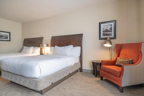 Кровать или кровати в номере Hilton Garden Inn Kalispell