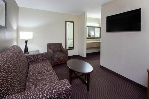 A seating area at AmericInn by Wyndham Ironwood
