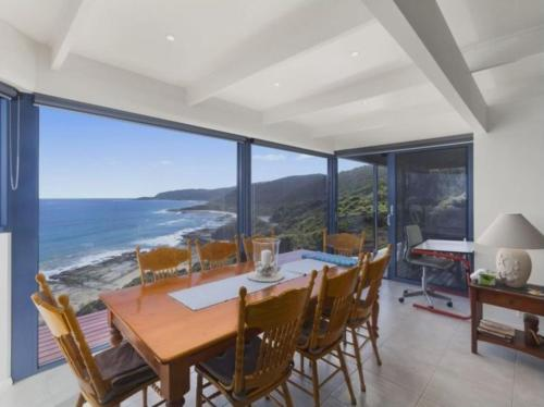 A restaurant or other place to eat at Wye Escape with amazing sweeping ocean views