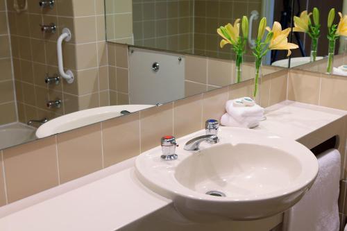 A bathroom at Thredbo Alpine Hotel